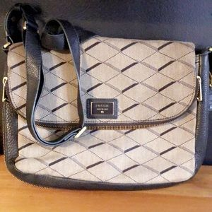 Awesome Black and Gray Fossil Purse